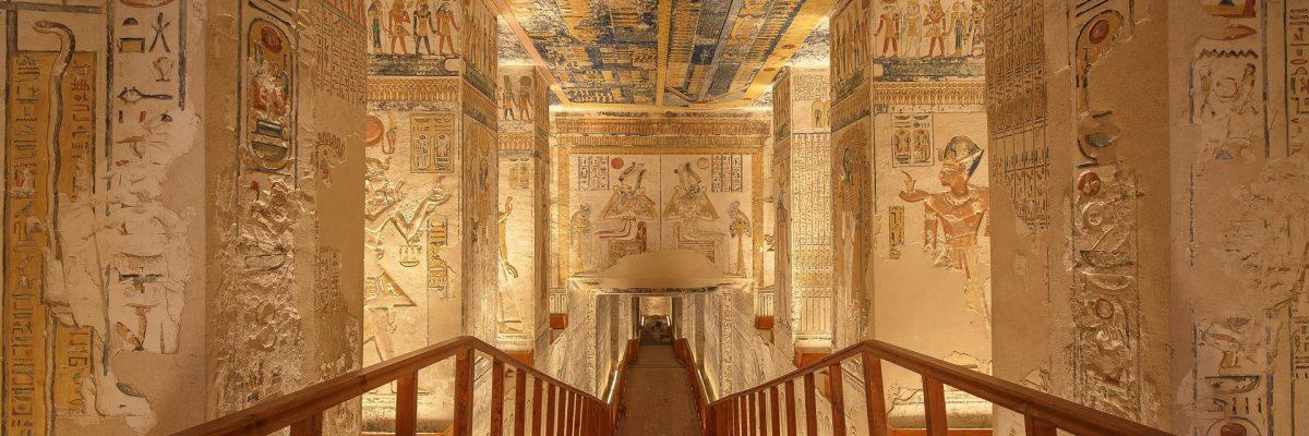 tomb-4300251_1920